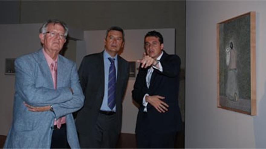 El director del Consorcio en 2012, Felipe Garín; el secretario autonómico de Cultura, Rafael Ripoll y Óscar Carrascosa, el comisario oficial de la muestra.