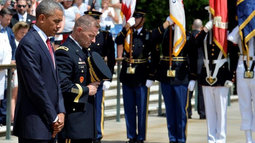"""Obama pide recordar a los caídos en guerras, que representan """"lo mejor"""" de EE.UU."""