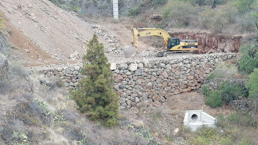 Segunda fase de las obras de canalización y terraplenado del Barranco de Los Charcos, situado en la entrada sur al casco de El Pueblo.