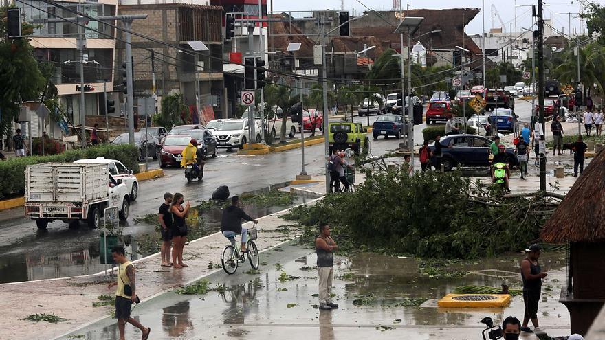 Autoridades piden calma tras tocar tierra huracán Grace en Caribe mexicano