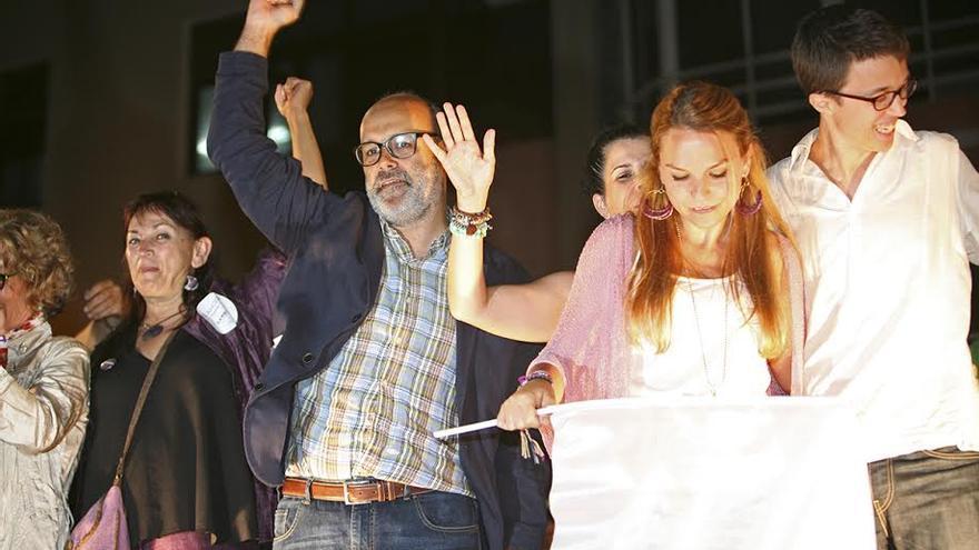 Juan Manuel Brito, junto a Noemí Santana e Iñigo Errejón. (ALEJANDRO RAMOS)