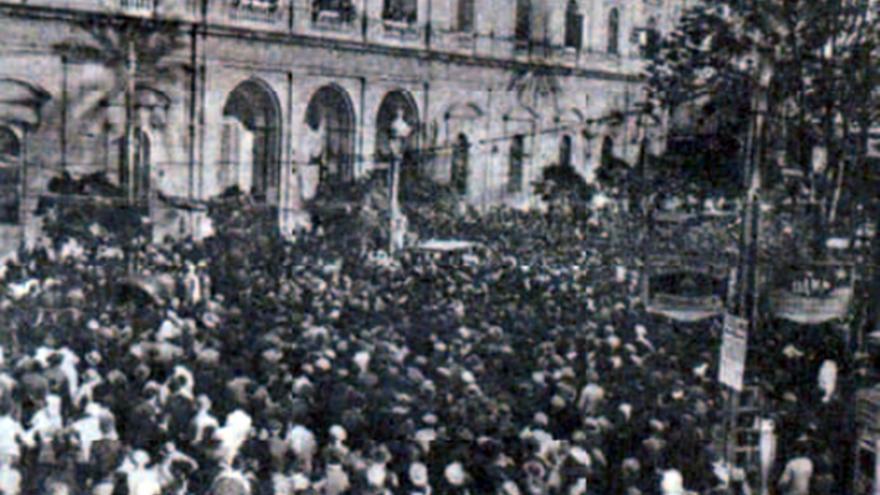 Proclamación de la República en el Ayuntamiento de Sevilla.
