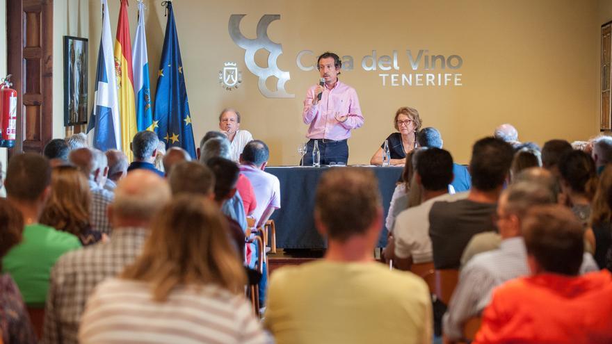 Jesús Morales, consejero insular de Agricultura, en la reunión con titulares de guachinches