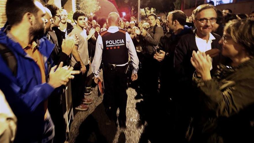 Un total de 17 juzgados catalanes investigan a Mossos por inactividad el 1-O