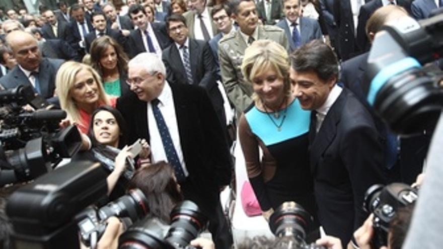 Ignacio González en su toma de posesión con Aguirre