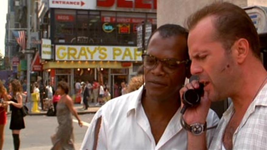 El Gray`s Papaya en una escena de La Jungla de Cristal. Es uno de los locales con más presencia cinematográfica de Nueva York y tiene los mejores hot dogs de la ciudad.
