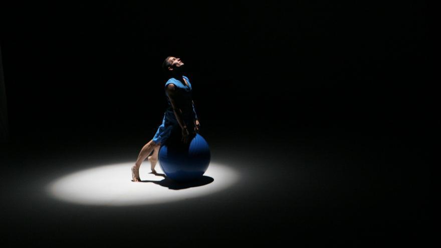 El bailarín Iñaki Fortún, durante una actuación / Foto: Cherry Waves.