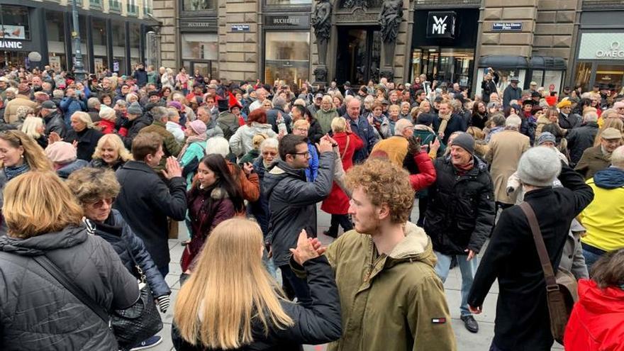El tiempo de bailes, abierto en Viena el 11.11 a las 11:11 con gran cuadrilla