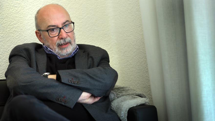 El conseller de Transparencia, Manuel Alcaraz, en su despacho