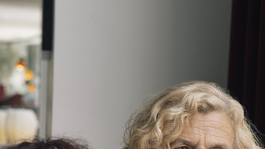 Manuela Carmena en el diván de Maruja Torres
