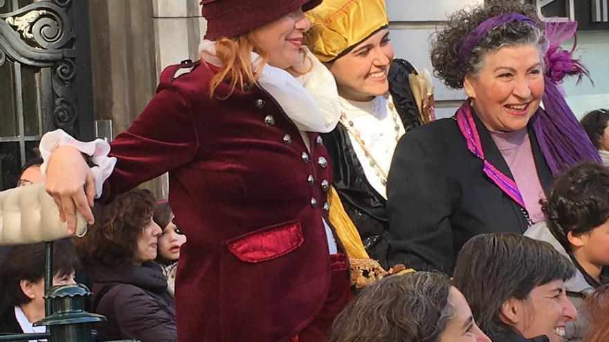 Las tres Magas al iniciarse la cabalgata en Valencia.