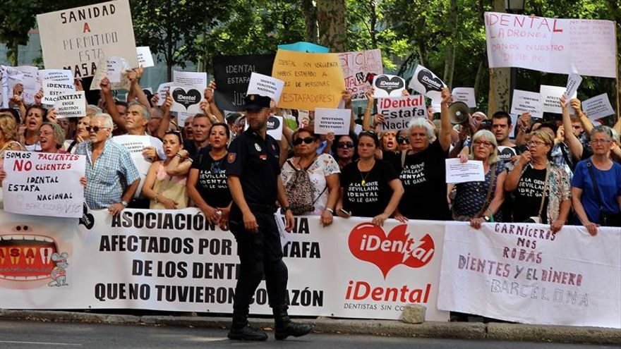 Afectados por iDental piden a la Fiscalía que acelere la denuncia por estafa
