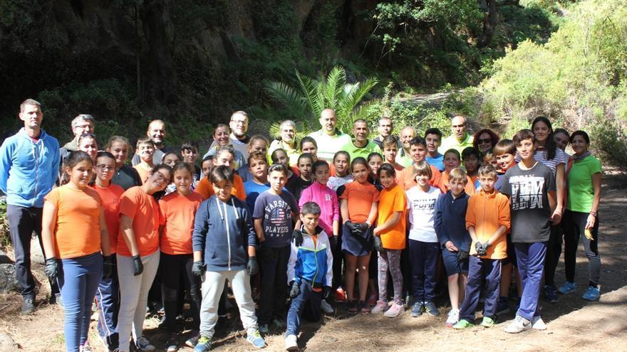 El grupo que participó en la limpieza del barranco.