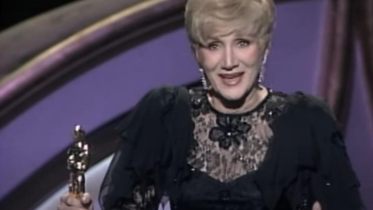 Olympia Dukakis cuando ganó el Oscar a mejor actriz de reparto en 1988