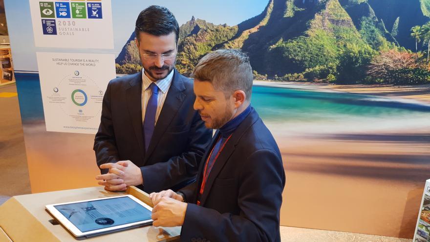 David Pérez, concejal aronero de Turismo, este viernes en Fitur 2019, durante la presentación de la revista