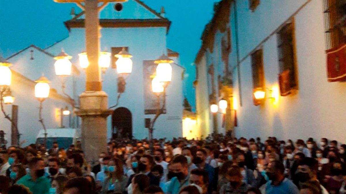 Imagen de la aglomeración de personas en la Plaza de Capuchinos este Miércoles Santo.