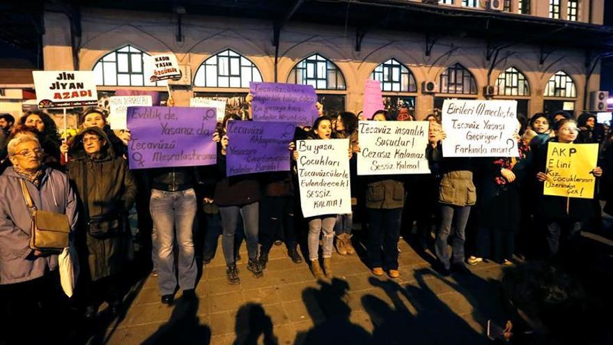 Erdogan reconoce fallos en la propuesta de ley de abuso a menores en Turquía
