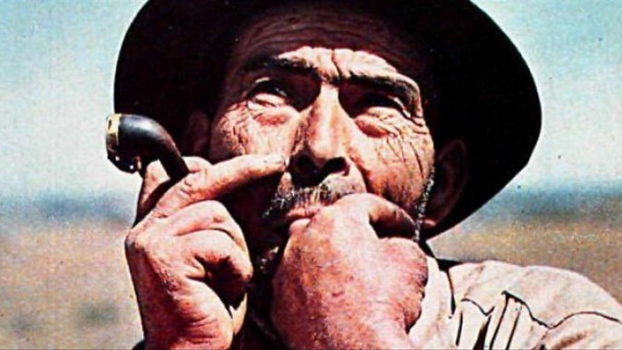 Fotografía antigua de un silbador gomero