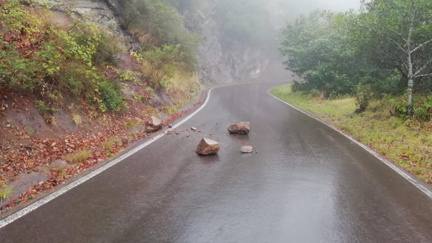 Desprendimientos producidos por la lluvia este domingo en Anaga