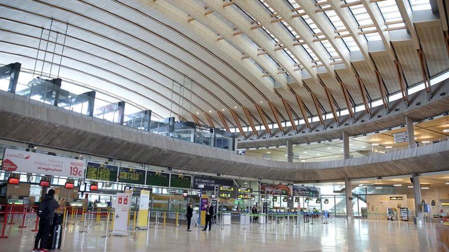 La terminal de salidas del aeropuerto Tenerife Norte-Ciudad de La Laguna, casi desierta