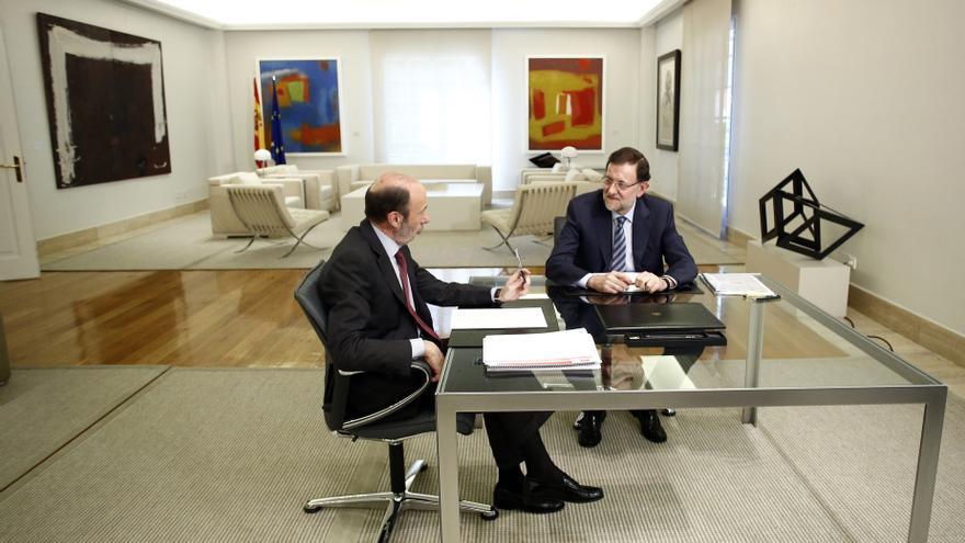 Rajoy y Rubalcaba se limitan a ratificar el acuerdo sobre la UE y a diálogar sobre reforma de las AAPP