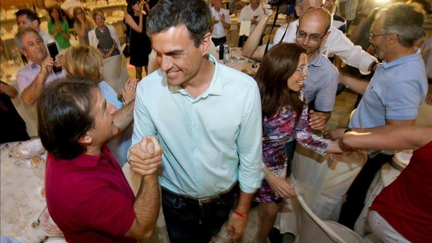 Pedro Sánchez se compromete en Murcia a que los corruptos devuelvan lo robado