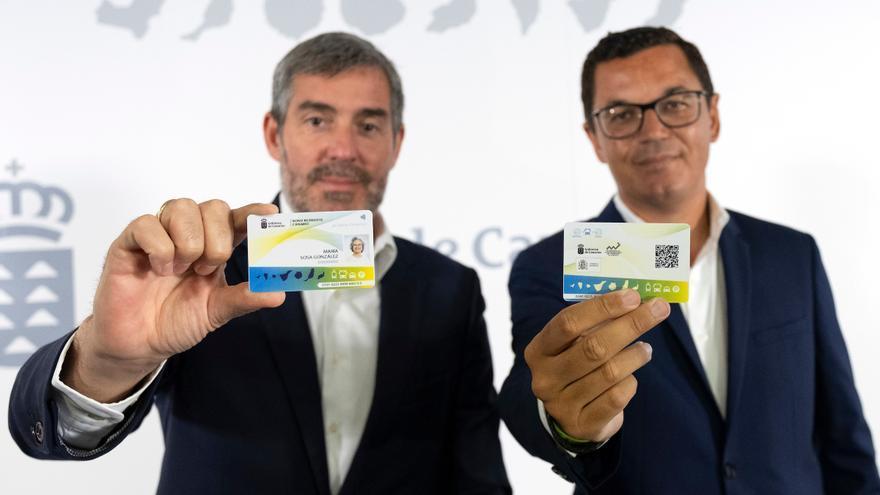 El presidente del Gobierno de Canarias, Fernando Clavijo, y el vicepresidente y consejero de Obras Públicas y Transportes del Gobierno de Canarias, Pablo Rodríguez, han presentado este lunes el nuevo 'Bono de Residente Canario'.