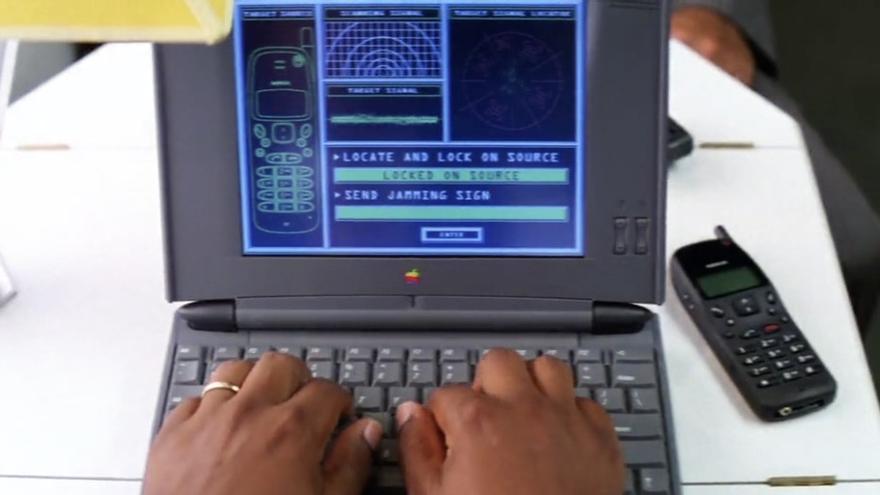 El personaje de Luther Stickell teclea en un Powerbook 540c de Apple en 'Misión: Imposible'