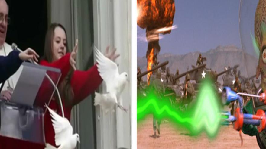 """El Papa Francisco, acompañado de dos niños, lanza palomas de la paz / Fotograma de """"Mars Attack"""""""