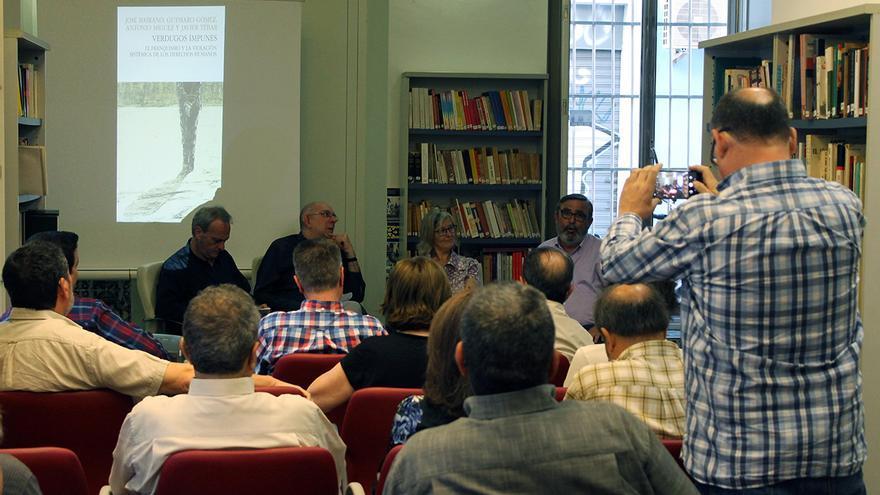 Presentación en Sevilla de 'Verdugos impunes'. | JUAN MIGUEL BAQUERO