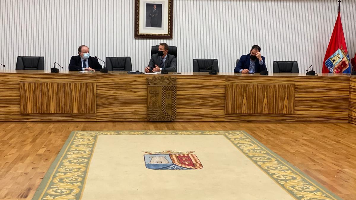 Los alcaldes de Torre Pacheco y Los Alcázares durante la reunión con responsable de Salud Pública