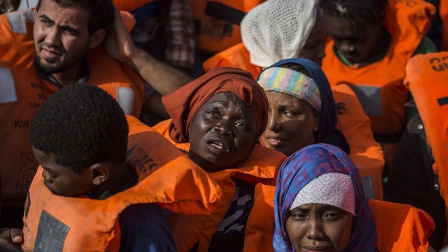 Algunos de los migrantes rescatados por Open Arms este sábado en el Mediterráneo.