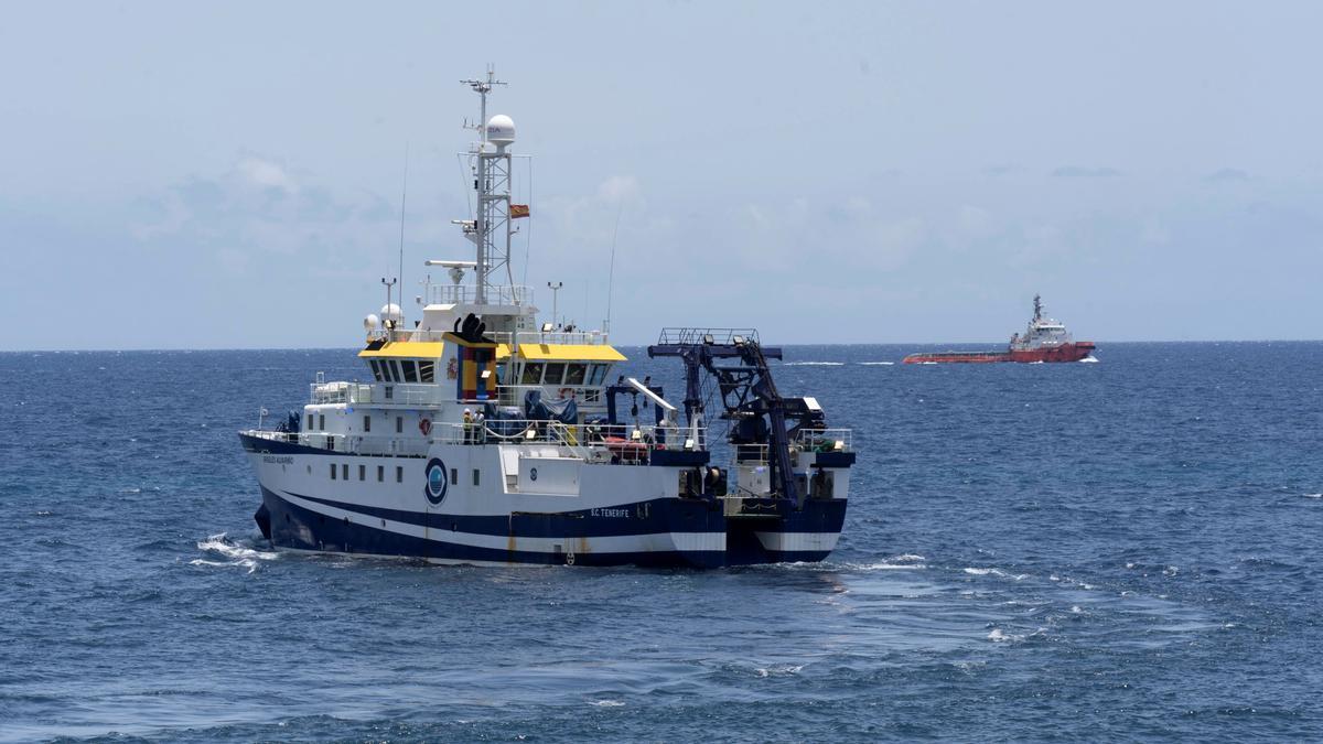 El buque del Instituto Español de Oceanografía Ángeles Alvariño, frente a Santa Cruz de Tenerife