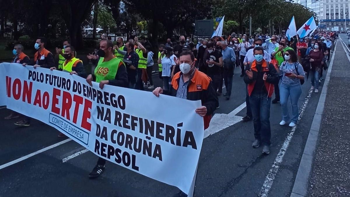 Protesta de los trabajadores de Repsol contra el ERTE en la refinería de A Coruña