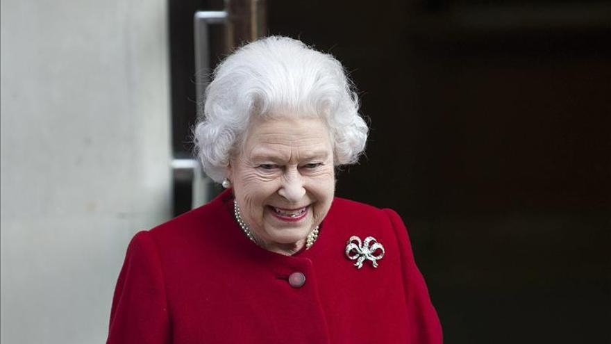 La reina Isabel II, de 87 años, reduce sus viajes