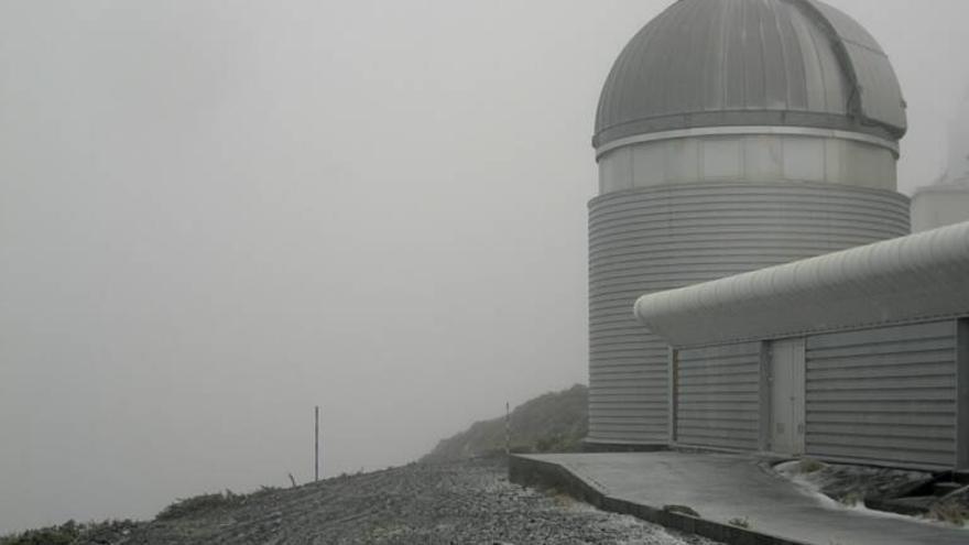 En la imagen, entorno del telescopio Mercator, este viernes,  con  nieve. Imagen captada de la webcam.