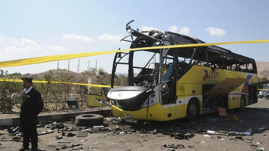 Mueren 26 personas por el tiroteo contra un autobús de cristianos coptos en Egipto