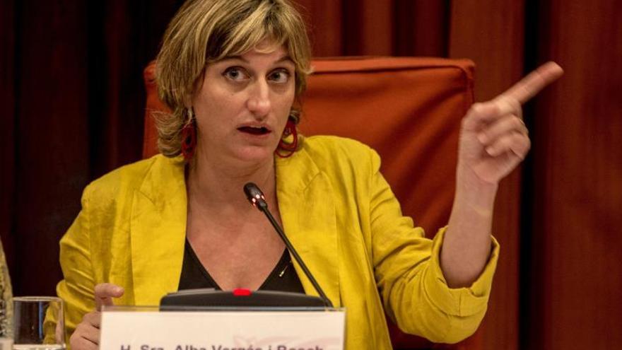 La consellera de Salud rechaza que una queja por el catalán acabe en amenazas