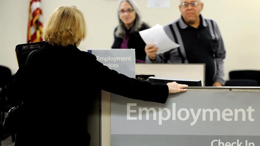 La economía en EE.UU. solo suma 156.000 empleos en agosto y sube una décima