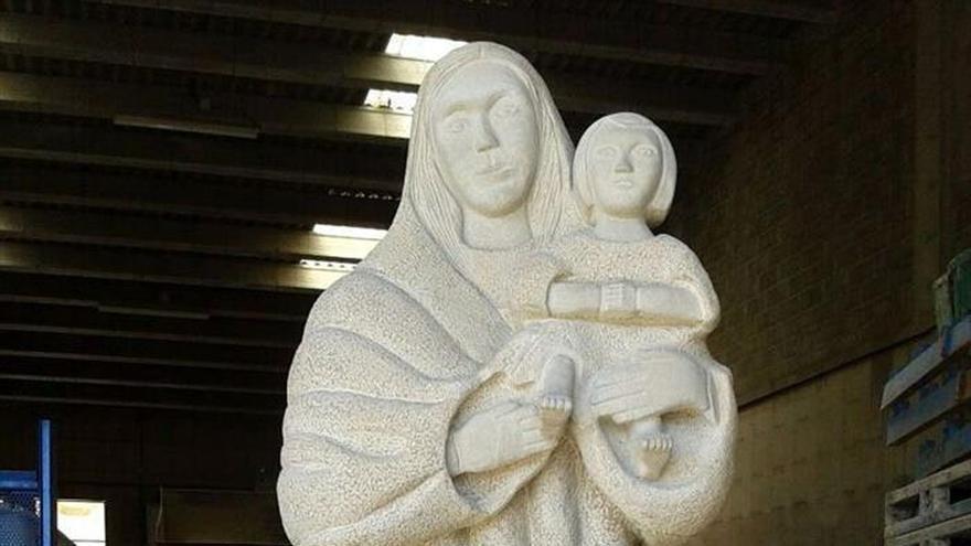 Seis jubilados dedican un año a esculpir una gran virgen de piedra