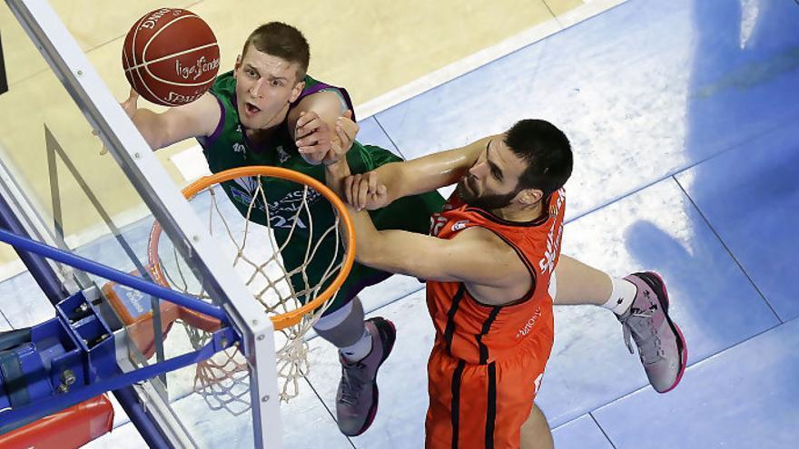 Partido entre Unicaja y Valencia Basket.