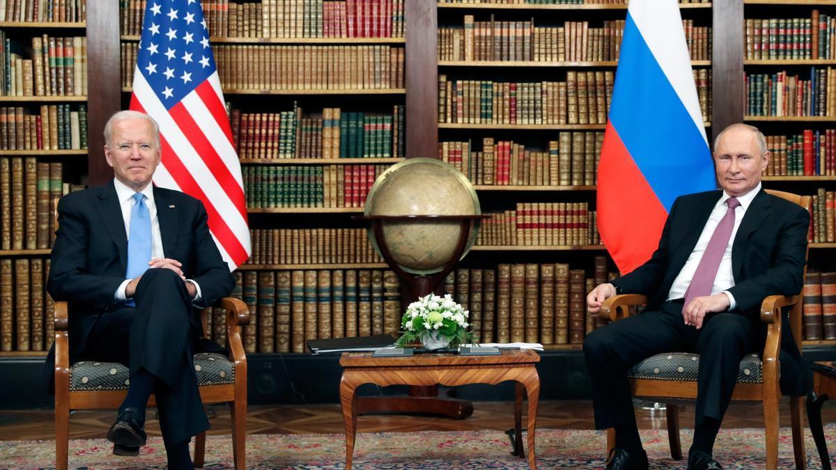 El presidente estadounidense, Joe Biden, y el presidente ruso, Vladímir Putin, durante su encuentro en la cumbre Estados Unidos-Rusia en la Villa La Grange, en Ginebra, Suiza, 16 Junio de 2021.