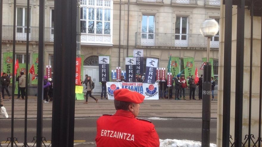 """Sindicatos de la Ertzaintza rechazan el """"yugo de la imposición"""" y exigen una negociación a Seguridad"""