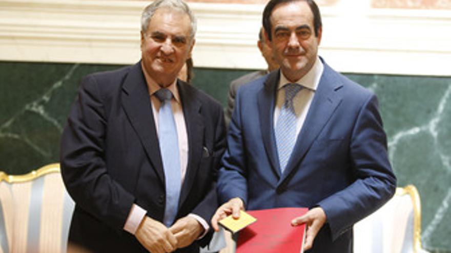 El Defensor del Pueblo, Enrique Múgica y José Bono