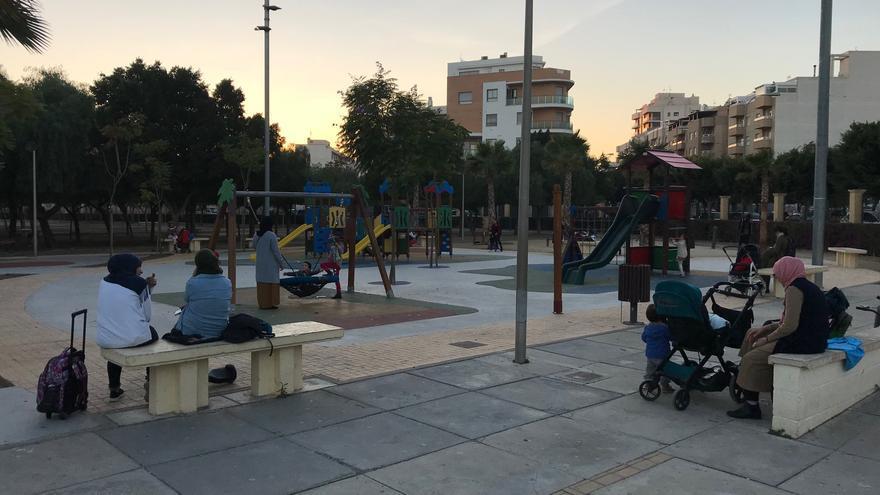 El Ejido, con casi 100.000 habitantes, solo tiene un parque donde puedan coincidir los vecinos de la ciudad.