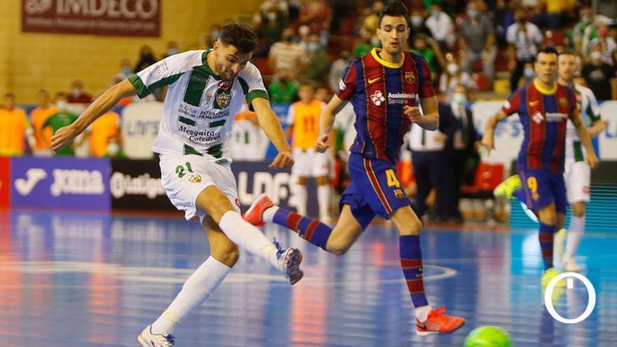 Zequi, en plena acción del duelo de ida ante el Barça