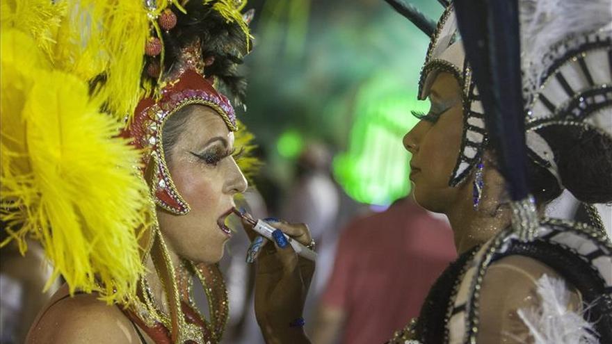 El brillo de los diamantes iluminan segunda noche del Carnaval de Sao Paulo