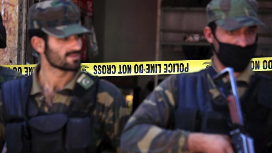 11 muertos y 100 heridos en un atentado en una mezquita chií paquistaní para mujeres