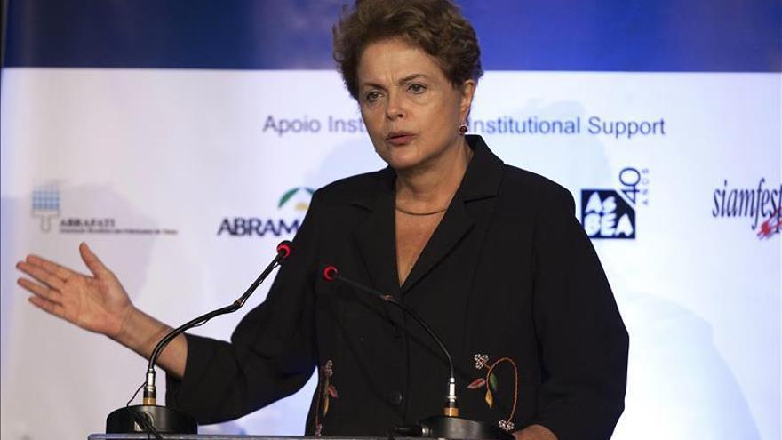 Rousseff pide a los brasileños que se manifiesten sin violencia