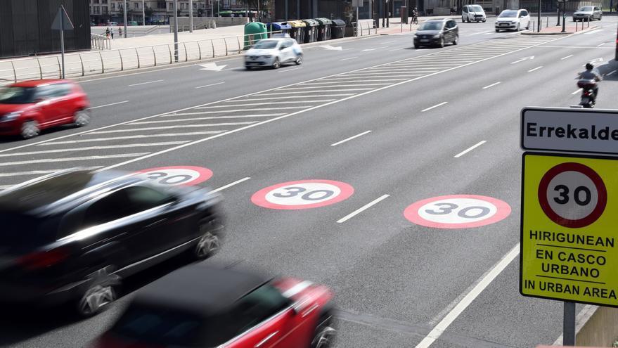 Se han interpuesto 151 denuncias por rebasar los 30 km por hora en Bilbao en lo que va de año y 274 desde que entró en vigor la normativa